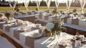 Le mariage en plein air est une alternative qui présente de nombreux avantages si les préparatifs sont bien organisés. Les lieux spécialement dédiés aux