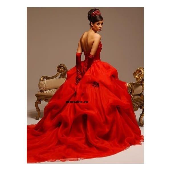 tenue mariage noir et rouge. Black Bedroom Furniture Sets. Home Design Ideas