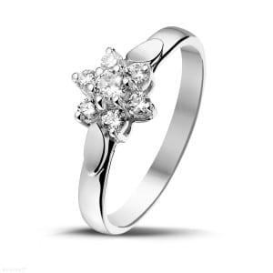 Bague de fiançaille en diamant blanc