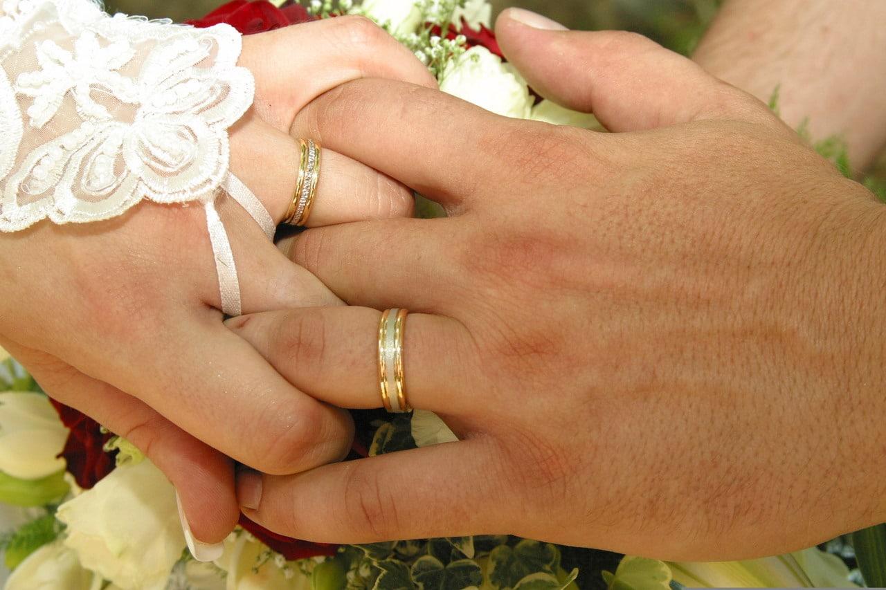 Célèbre Trouver une bague originale pour son mariage: l'alliance 2 ors  DH59