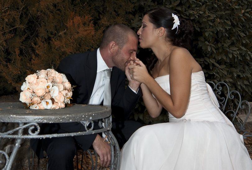 Mariage, moment d\u0027émotion, grandes cérémonies pour fêter l\u0027union de deux  êtres amoureux. Pour procéder à cette union, chaque pays a ses propres  traditions.