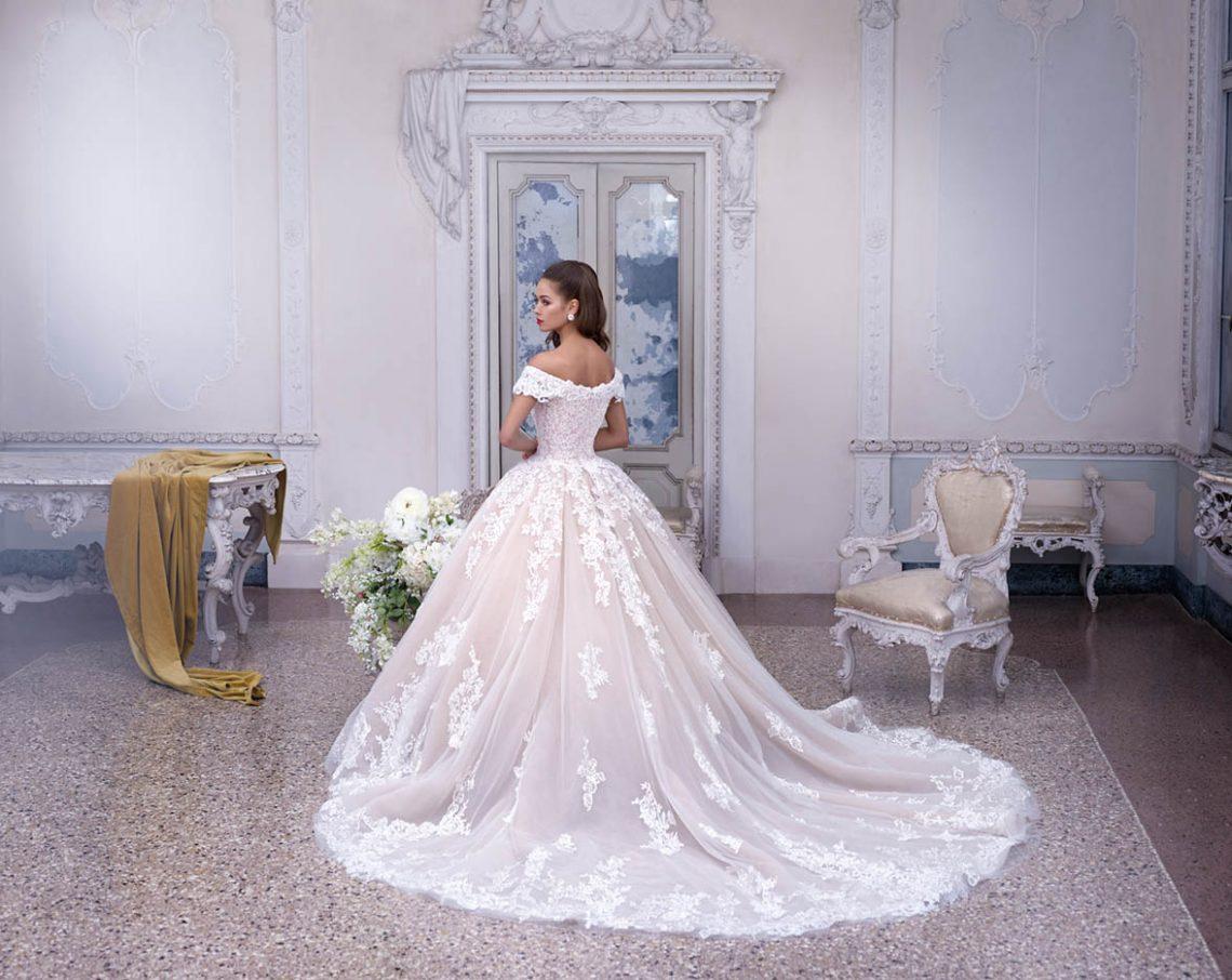 tour d horizon sur la tendance des robes de mari e pour l. Black Bedroom Furniture Sets. Home Design Ideas