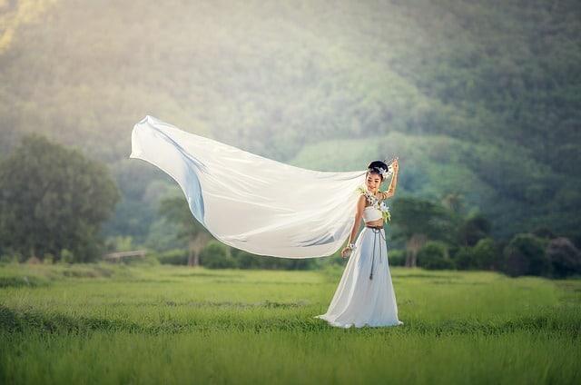 Choisir Une Robe De Soiree Pas Chere Pour Un Mariage Blogueuse Mariage Mode Lifestyle